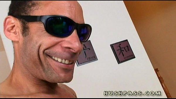 IMG Мужик в очках порадовал бабенку длинным пенисом